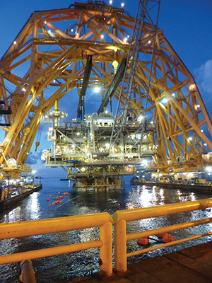 Anadarko's Red Hawk topsides being lifted off. Credit: InterMoor.