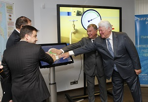 Igor Sechin at SPIMEX for start of gas trading
