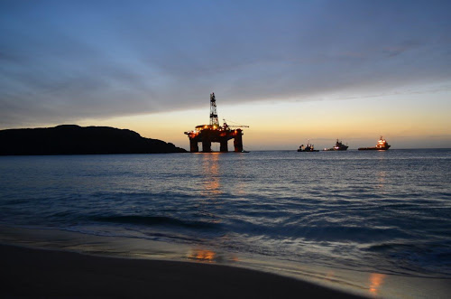 Grounded rig Transocean Winner refloated